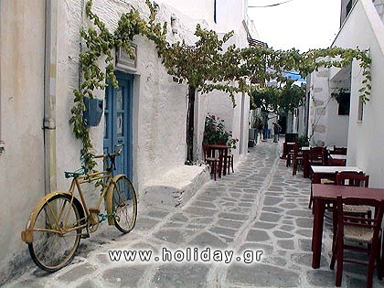 The paved narrow pathways of Paros.