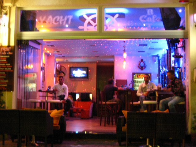 YACHT cafe bar